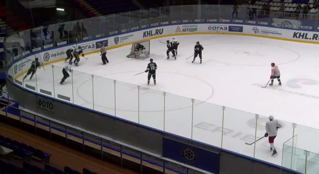 Участники реалити-шоу вышли на дерзкий вызов новосибирских хоккеистов