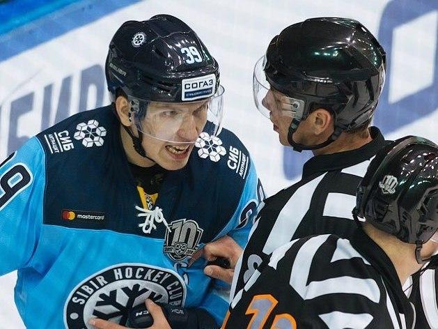 Нападающего ХК «Сибирь» дисквалифицировали на две игры за оскорбление судьи
