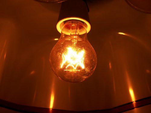 Глажка одежды лампочкой